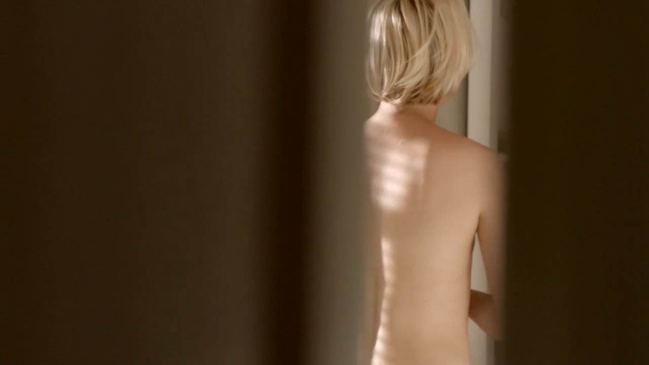 Adelaide Clemens Nackt foto 2